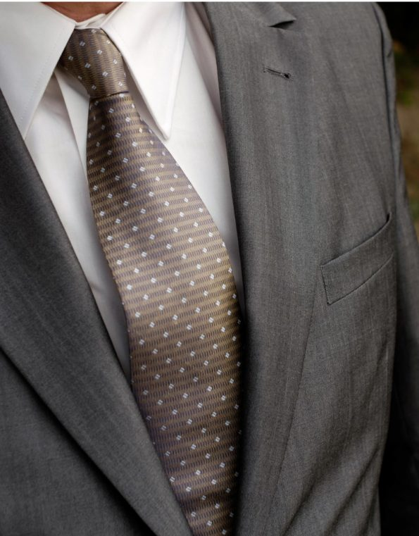 Stylish Suixtil Silk Tie in Gold & Beige